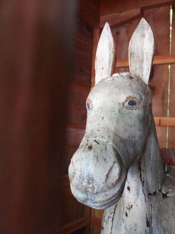 南アルプス市・穂見神社の木彫り狛犬