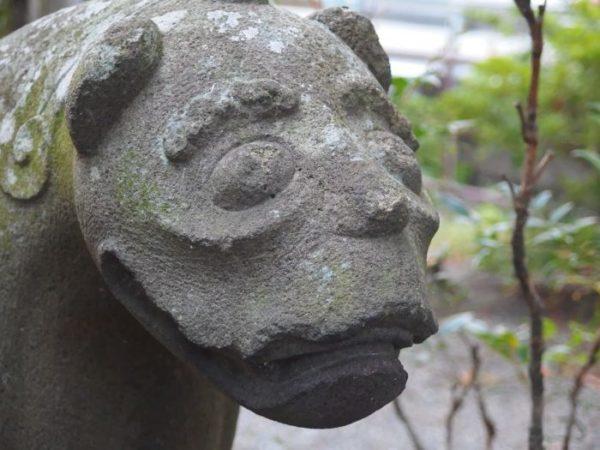 韮崎市・柳原神社の犬っぽい狛犬