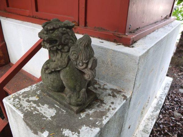 甲府市・稲荷大明神のチビ狛犬