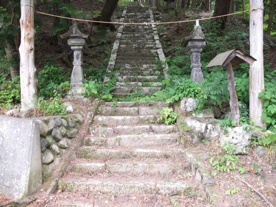 山梨県韮崎市 山神社の狛犬