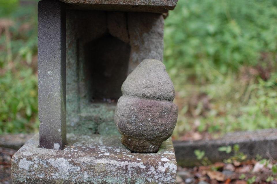 山梨県南アルプス市寺部 神部神社の出雲型狛犬