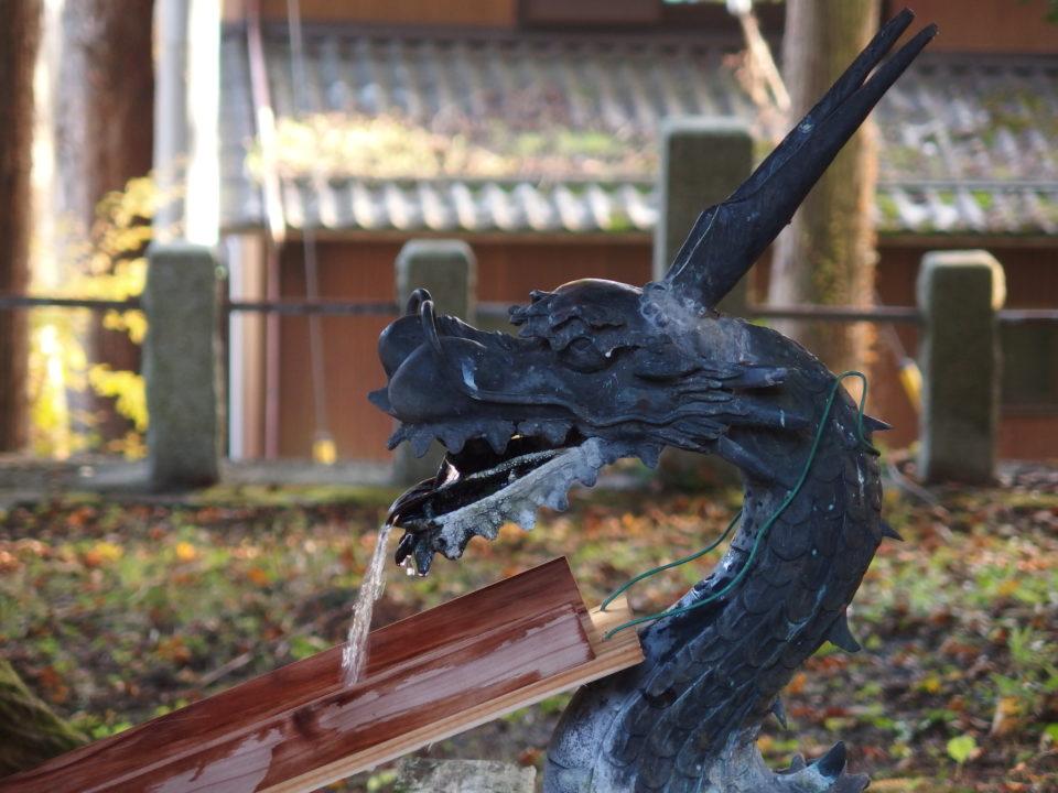山中浅間神社 御水舎の龍