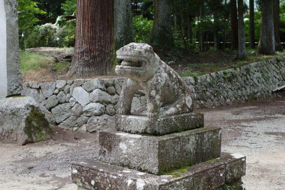 長野県飯田市 七久里神社の狛犬